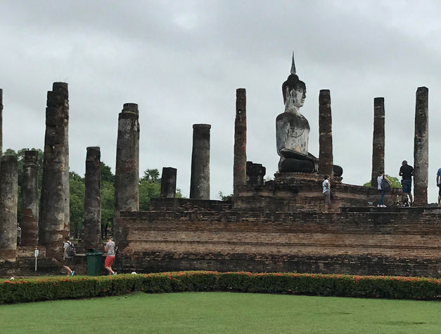 Estatua de Buda en el parque de Sukhothai