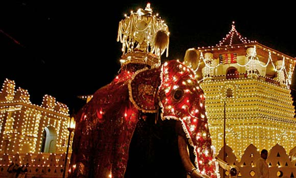 El festival Esala Perahera