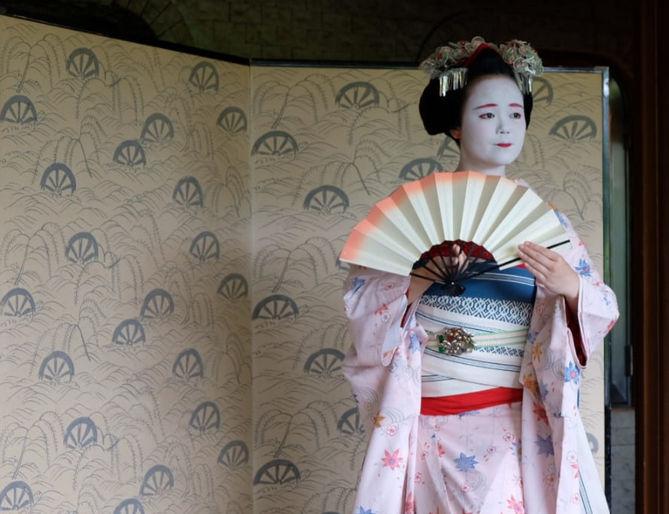 Opinión de Monica del viaje a Japón: Geisha actuando