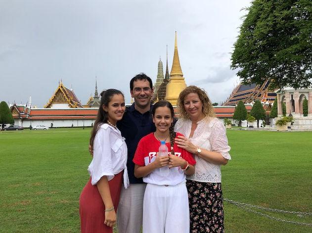 Jordi y su familia en el Gran Palacio de Bangkok