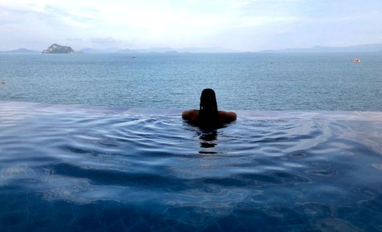 Villa con piscina infinita en el hotel de Koh Yao
