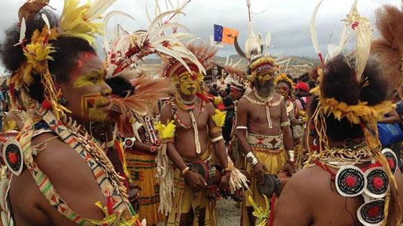 Viajar a Raja Ampat: tribu korowai